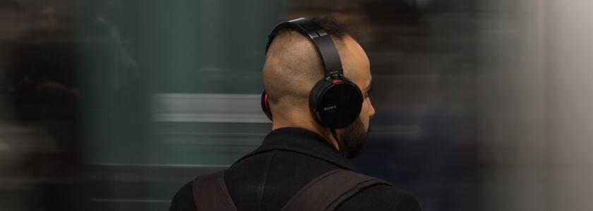 Que material usar para melhorar o listening?
